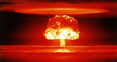 بمب اتم از روزن پادشاهی، آری یا نه؟ پاسخ به یک پرسش بنیادین / کیخسرو آرش گرگین